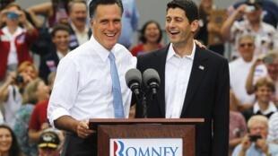 Mitt Romney, à esquerda, e Paul Ryan no dia 11 de agosto de 2012.