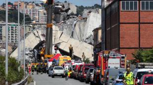 """""""مارکو بوچی"""" شهردار شهر جنوا دستور داده است که تمامی ساختمان هایی که در مجاورت این پل قرار گرفته اند، تخلیه شوند."""
