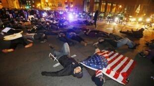 Un Die-In à boston dans le Massachussets après le non-lieu concernant le policier du NYPD, responsable de la mort d'Eric Garner.