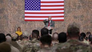 سفر غیرمترقبه دونالد ترامپ و همسرش به عراق، برای تبریک و سپاسگزاری از سربازان آمریکایی. چهارشنبه ۵ دی/ ٢۶ دسامبر ٢٠۱٨