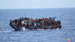 Naufrágio deixa centenas de desaparecidos