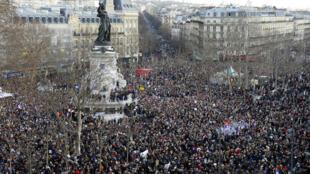 巴黎1月11號共和大遊行,共和國廣場上人山人海