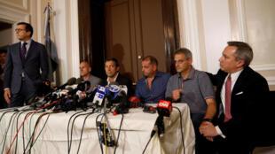 Quatro argentinos que sobreviveram à tragédia fizeram um apelo pela paz, no consulado da Argentina em Nova York.