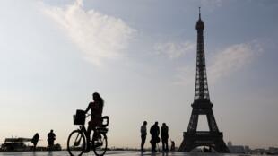 A Torre Eiffel em Paris.