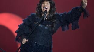 La cantante estadounidense Donna Summer falleció de cáncer de pulmón, a los 63 años, el 17 de mayo de 2012.