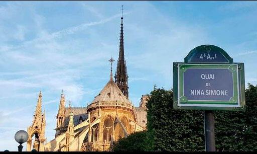 A associação Osez le Féminisme rebatizou as ruas da Ile de la Cité com nomes de mulheres na semana passada.