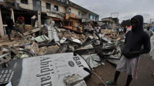 La rue Princesse après la démolition, le 6 août 2011, à Abidjan.