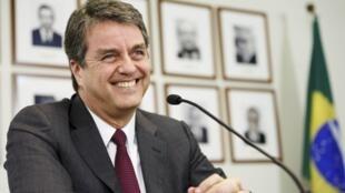 O Diplomata Roberto Azevedo venceu outros oito candidatos em um concurso supervisionado por três embaixadores da OMC.