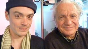 El violoncelista Gaspar Claus y el guitarrista Pedro Soler en los estudios de RFI en París.