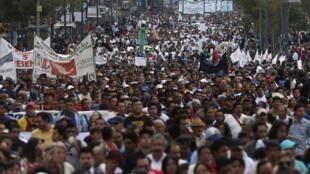 Mobilisation pour les 4 mois de la disparition des étudiants d'Ayotzinapa, à Mexico le 26 janvier 2015, au Mexique.