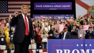 特朗普在美国佛罗里达州西海岸的一座城市坦帕(Tampa)发表演讲  2018年7月31日