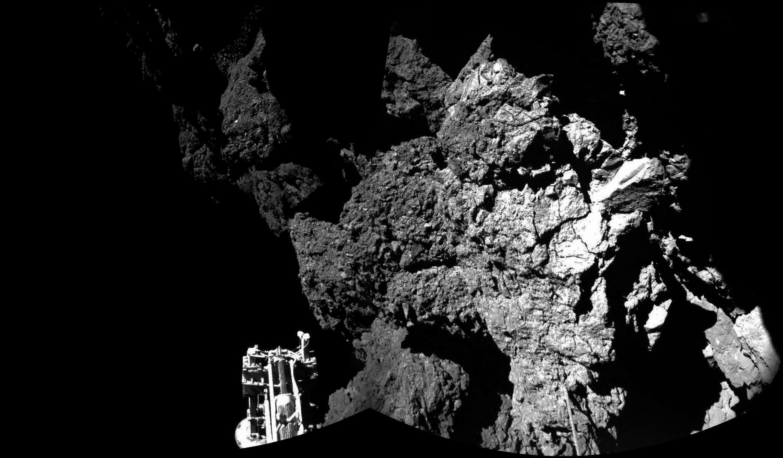 La première image de la comète 67P/Churyumov-Gerasimenko (Chury) prise par Philae, diffusée le jeudi 13 novembre 2014.
