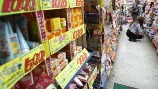 Một cửa hàng tạp phẩm tại Tokyo, Nhật Bản, ngày 13/11/2013
