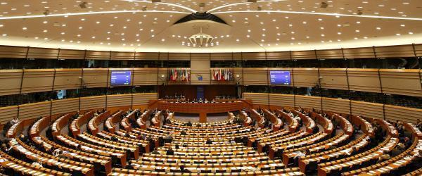 O Parlamento Europeu e a oposição Líbia pressionaram a UE para que a zona de exclusão aérea seja criada.