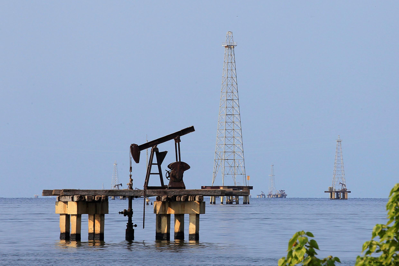 Các thiết bị khoan dầu ở Cabimas, Venezuela. Ảnh chụp ngày 29/01/2019.