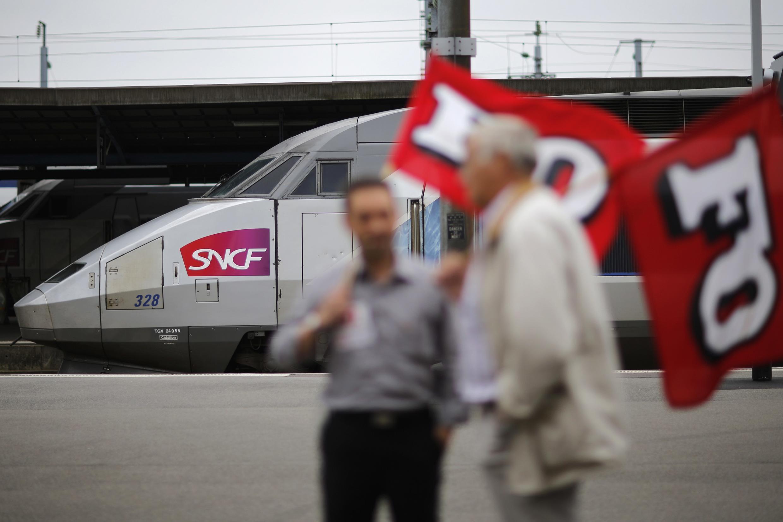 Striking rail workers in June 2014