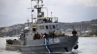 Guarda costeira dos países europeus resgatou milhares de refugiados nos últimos meses no mar Mediterrâneo.