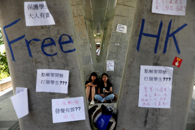 香港抗議引渡法案的示威標牌  2019年6月14日