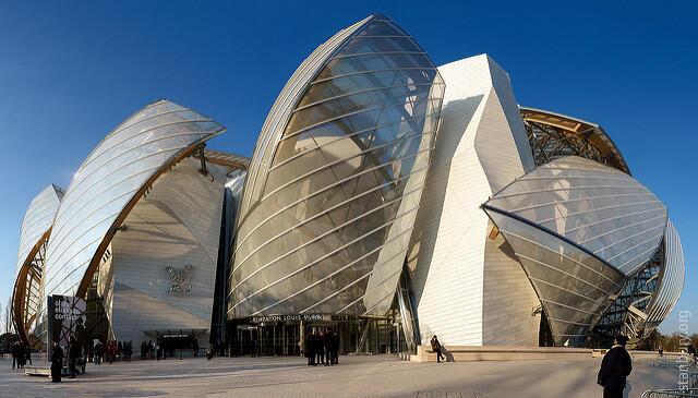 Здание фонда Louis Vuitton построено по проекту архитектора Фрэнка Гери