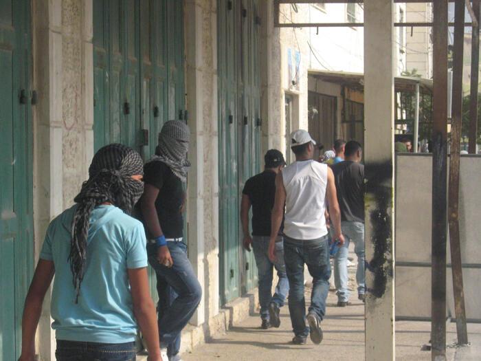 Qalandia, que separa Ramallah de Jerusalén, es un  puesto de control militar israelí por donde transitan a diario más de mil personas