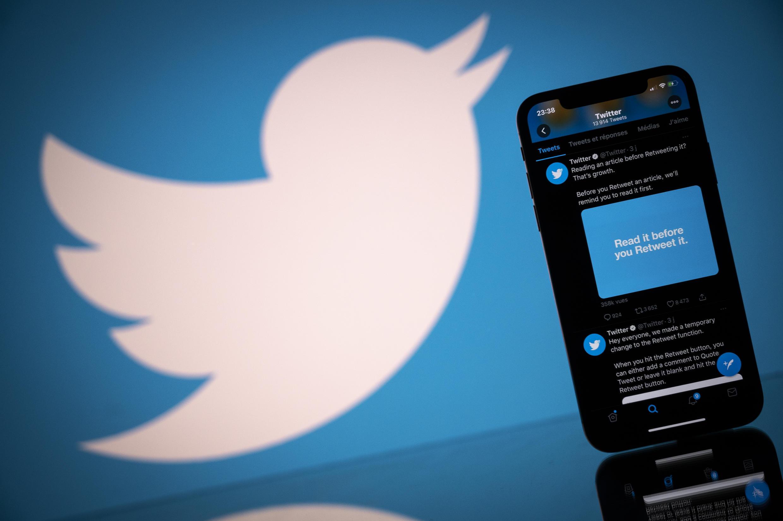 """Las filas de usuarios activos diarios """"monetizables"""" de Twitter aumentaron casi un 27% con respecto al año anterior durante el cuarto trimestre, que cerró pocos días antes de que el entonces presidente Donald Trump fuera expulsado de la plataforma"""