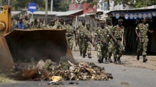 Patrouille militaire à Bujumbura le 29 mai 2015.