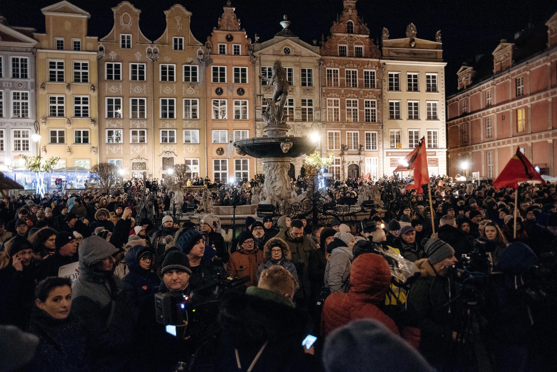 Hàng trăm người tưởng niệm ông Pawel Adamowicz, ở Gdansk, ngày 14/01/2019