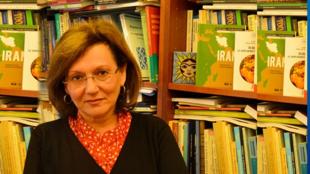فیروزه نهاوندی استاد جامعه شناسی و حقوق سیاسی در دانشگاه بروکسل