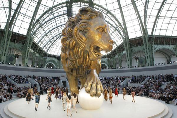 Biểu diễn bộ sưu tập thời trang Thu-Đông Chanel 2010-2011 tại Grand Palais
