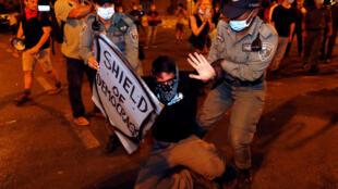 2020-08-01T231029Z_1714107144_RC2B5I9XZ5SW_RTRMADP_3_HEALTH-CORONAVIRUS-ISRAEL-PROTESTS