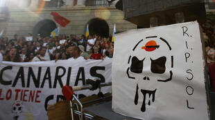 Manifestation sur l'île Tenerife contre le projet de forage de la société Repsol au large des îles Canaries, le 24 mars 2012.