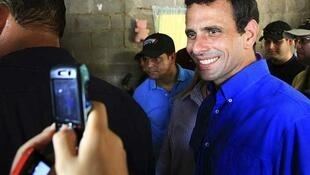 Capriles, un  abogado de 39 años, fue  elegido candidato único de la oposición en unas primarias donde participaron 3  millones de votantes, 17% del padrón electoral venezolano.