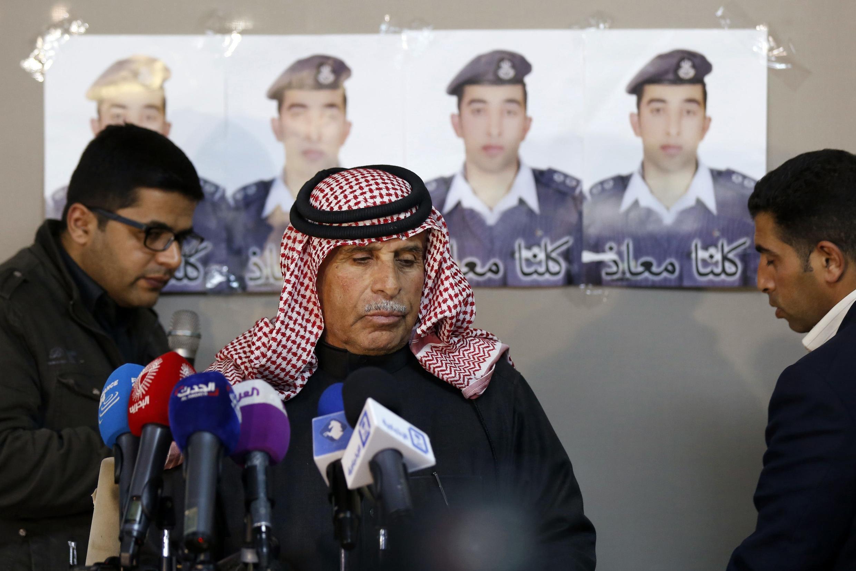 Le père du pilote jordanien avait demandé au groupe Etat islamique de pardonner et de libérer son fils lors d'une conférence de presse, le 1er février 2015.