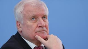 德国内政部长 Horst Seehofer,