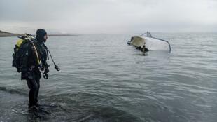 un-bateau-de-refugies-naufrage-dans-le-lac-de-van
