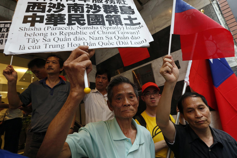 Vietnamitas protestam contra a China e violência gera críticas de Pequim às autoridades de Hanoi.