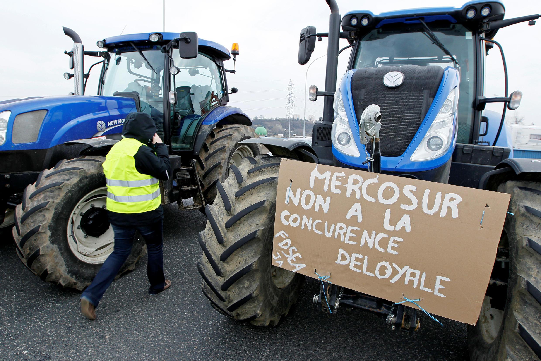 Protestos de agricultores franceses contra o acordo comercial entre a União Europeia e o Mercosul em fevereiro de 2018.