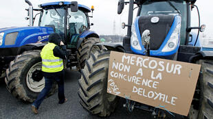 French farmers block a highway to protest against Mercosur talks, in Pierre-Benite near Lyon, 21 February 2018.