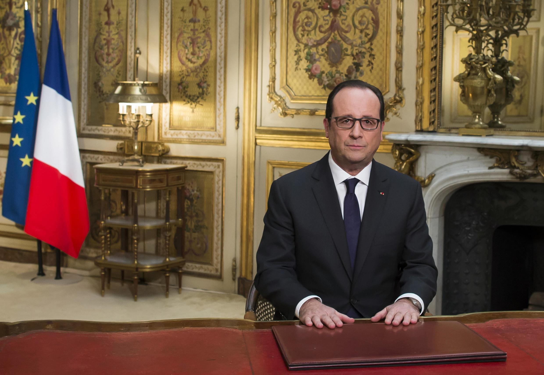 O presidente francês François Hollande escolheu o seu escritório como cenário para o discurso de fim de ano.
