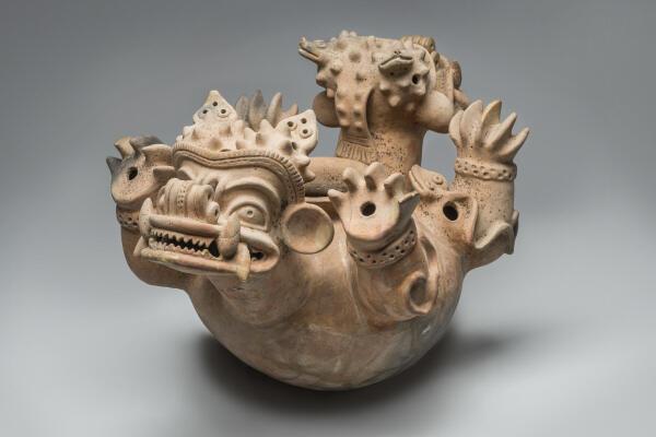 Recipiente en forma de jaguar bicéfalo, exposición 'Chamanes y divinidades del Ecuador precolombiano', en el Museo del Quai Branly, París.