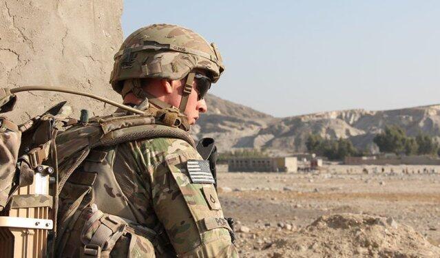 یک سرباز آمریکایی در افغانستان