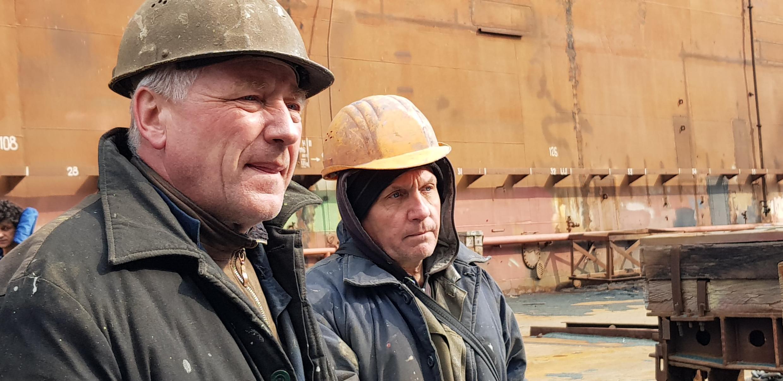 Работники судоремонтного завода