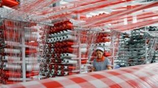 Một nhà máy sản xuất bao bì nhựa ở Giang Tô, Trung Quốc, ngày 13/07/2019.