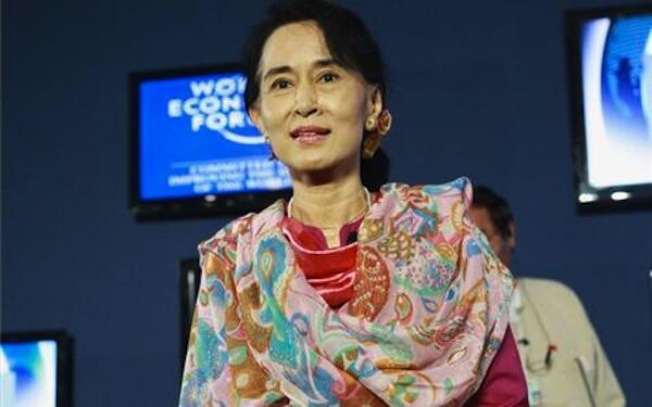 Kiongozi Mkuu wa Upinzani nchini Myanmar Aung San Suu Kyi ametangaza kugombea Urais mwaka 2015