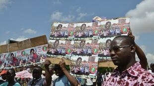 A Ouagadougou, une manifestation contre le gouvernement et le Sénat, en juin 2013. Le mouvement Le balai citoyen se situe dans cette mouvance.