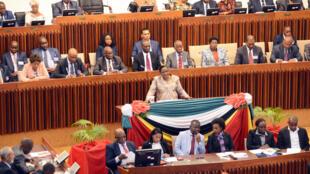 Verónica Macamo, Presidente da Assembleia da República de Moçambique, recebe parlamentares da SADC