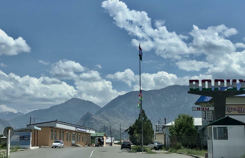 Таджикское село Ворух - анклав на территории Кыргызстана. Баткенская область, май 2021 г.