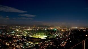 Vue de nuit de la capitale malgache, Antananarivo.