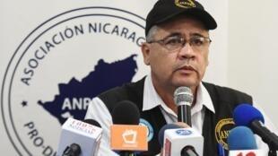 """O diretor da ANPDH, Alvaro Leiva, temia ser detido acusado de """"terrorismo"""" por suas atividades como defensor dos direitos humanos."""