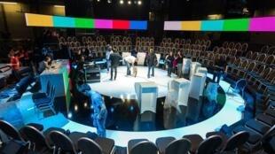 Photo du plateau BFMTV et CNEWS pour le 1er débat des 11 candidats à la présidentielle.